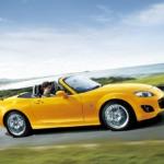 Одна из модных женских машин - Mazda MX5