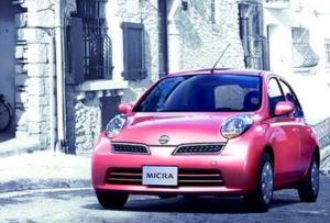 Для любительниц ретро-классики подойдет Nissan Micra с автоматической коробкой передач