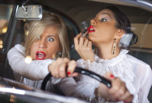 Девушки водят машину аккуратнее — это факт, им изначально навязан страх того, что они не справятся с этой задачей